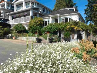 Photo 2: 958 LEE Street: White Rock House for sale (South Surrey White Rock)  : MLS®# R2595243
