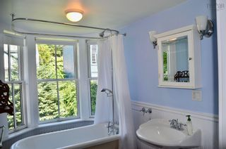 Photo 17: 105 Townsend Street in Lunenburg: 405-Lunenburg County Residential for sale (South Shore)  : MLS®# 202122372