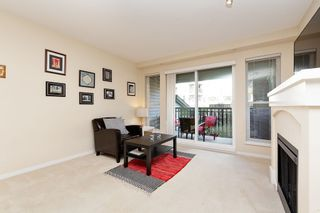 """Photo 3: 207 3082 DAYANEE SPRINGS BOULEVARD Boulevard in Coquitlam: Westwood Plateau Condo for sale in """"The Lanterns"""" : MLS®# R2443838"""