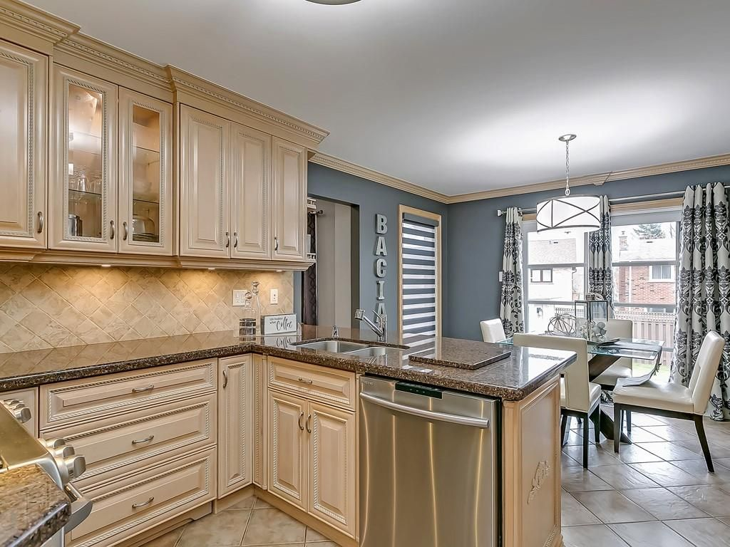 Photo 10: Photos: 2140 SIXTH Line in Oakville: Residential for sale : MLS®# H4068509