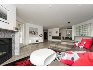 """Photo 2: 201 15367 BUENA VISTA Avenue: White Rock Condo for sale in """"THE PALMS"""" (South Surrey White Rock)  : MLS®# R2305501"""