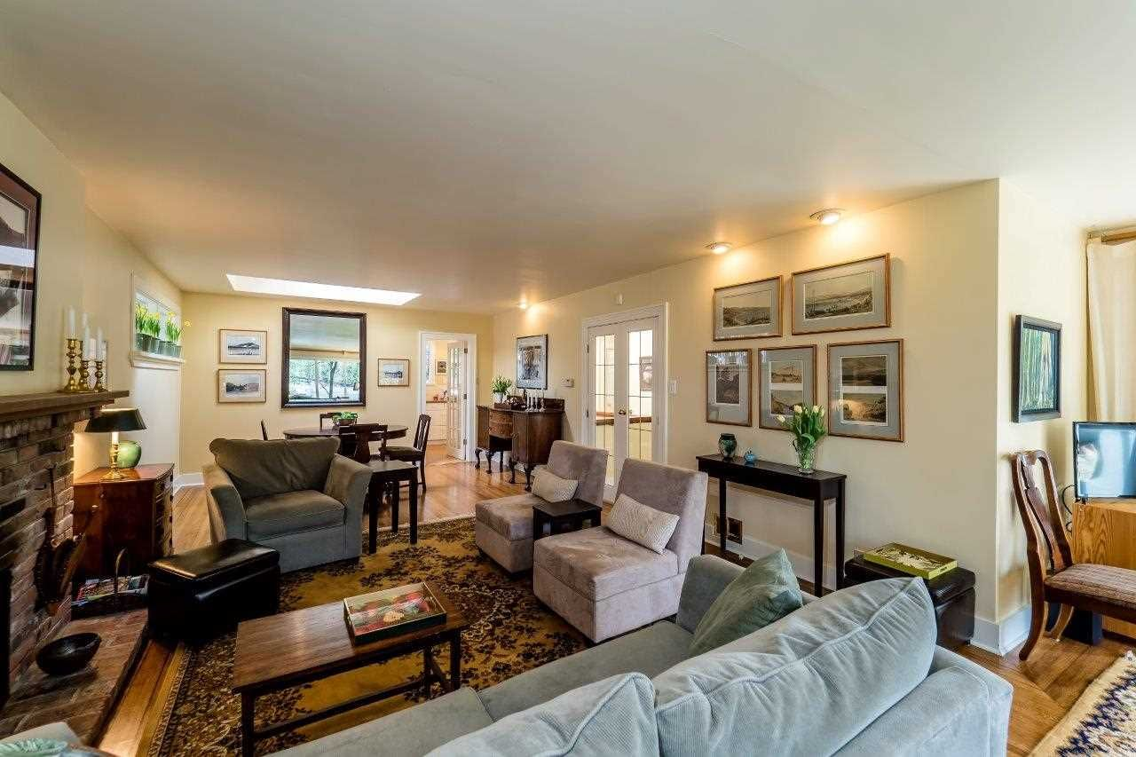 Photo 5: Photos: 3322 WAYNE Drive in North Vancouver: Delbrook House for sale : MLS®# R2045446