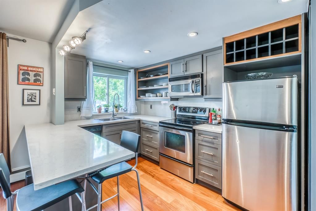 Main Photo: 302 812 15 Avenue SW in Calgary: Beltline Apartment for sale : MLS®# A1138536