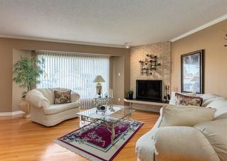 Photo 8: 425 Woodland Crescent SE in Calgary: Willow Park Detached for sale : MLS®# A1149903