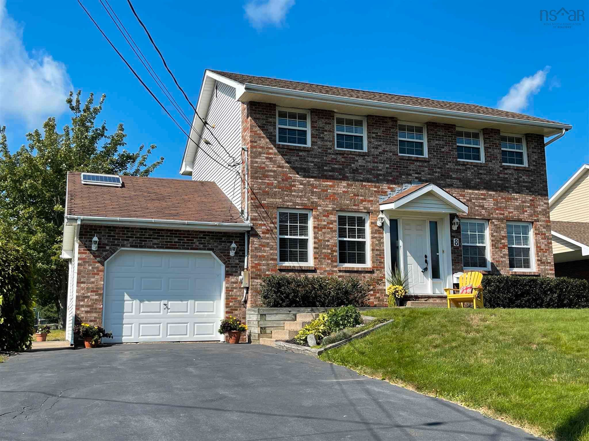 Main Photo: 8 Hampshire Way in Colby Village: 16-Colby Area Residential for sale (Halifax-Dartmouth)  : MLS®# 202123654