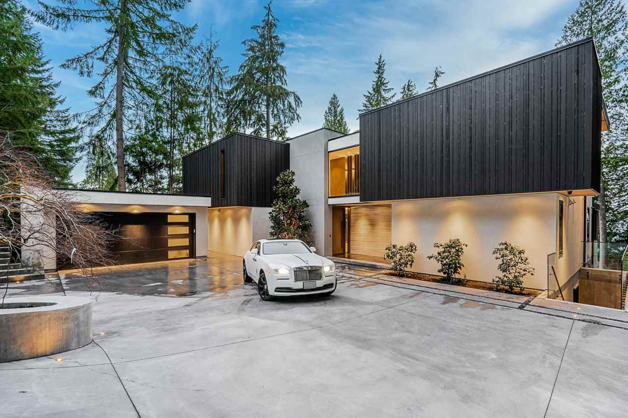 Main Photo: 4663 PROSPECT Road in North Vancouver: Upper Delbrook House for sale : MLS®# R2562197