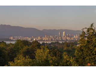 "Photo 2: 4216 W 8TH Avenue in Vancouver: Point Grey House for sale in ""POINT GREY"" (Vancouver West)  : MLS®# V1125944"