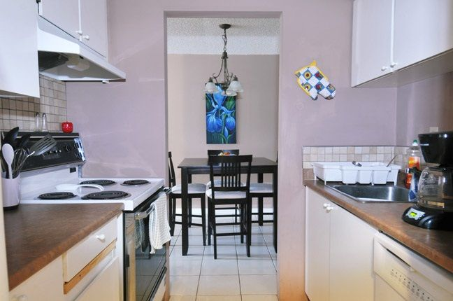 """Photo 6: Photos: 203 9584 MANCHESTER Drive in Burnaby: Cariboo Condo for sale in """"BROOKSIDE PARK"""" (Burnaby North)  : MLS®# R2118697"""