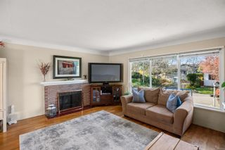 Photo 2: 2465 Plumer St in : OB South Oak Bay House for sale (Oak Bay)  : MLS®# 872117