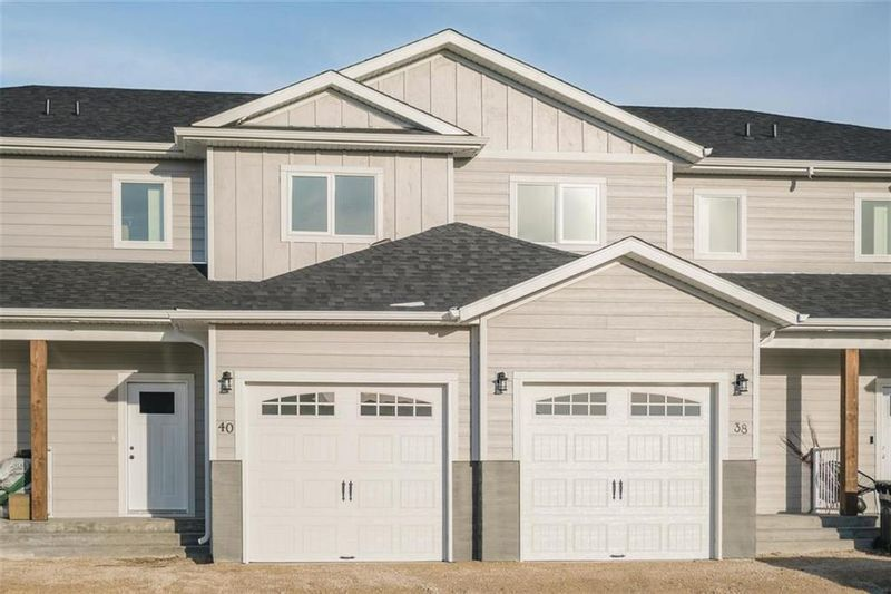 FEATURED LISTING: 64 Tweed Lane Niverville
