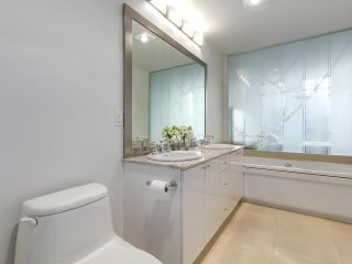 """Photo 15: 1705 1211 MELVILLE Street in Vancouver: Coal Harbour Condo for sale in """"THE RITZ"""" (Vancouver West)  : MLS®# R2173539"""
