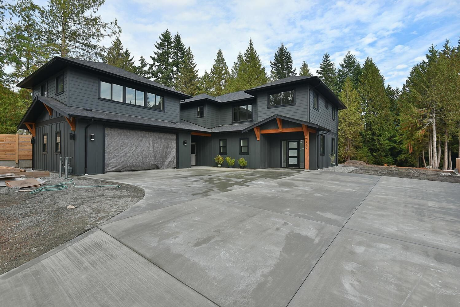 """Main Photo: 430 SOLAZ Place in Gibsons: Gibsons & Area House for sale in """"GEORGIA CREST"""" (Sunshine Coast)  : MLS®# R2623766"""