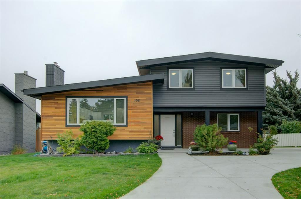 Main Photo: 108 Canterbury Place SW in Calgary: Canyon Meadows Detached for sale : MLS®# A1103168