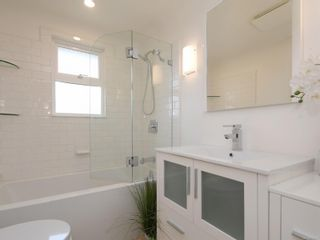 Photo 11: 355 Windermere Pl in : Vi Fairfield East Half Duplex for sale (Victoria)  : MLS®# 874253