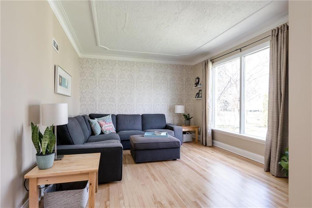Photo 2: Photos: 292 Renfrew Street in Winnipeg: Residential for sale (1C)  : MLS®# 202010830