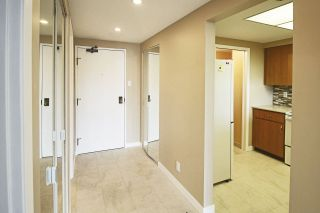 """Photo 3: 1005 460 WESTVIEW Street in Coquitlam: Coquitlam West Condo for sale in """"PACIFIC HOUSE"""" : MLS®# R2169493"""