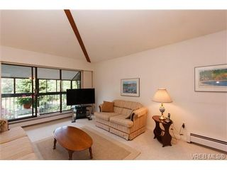Photo 3: 403 1005 McKenzie Ave in VICTORIA: SE Quadra Condo for sale (Saanich East)  : MLS®# 647040