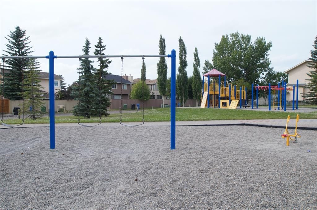 Photo 3: Photos: 271 HAWKVILLE Close NW in Calgary: Hawkwood Residential for sale : MLS®# A1019161