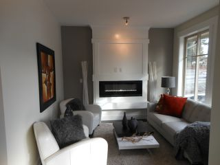 """Photo 3: 15 3266 147TH Street in Surrey: Elgin Chantrell Townhouse for sale in """"ELGIN OAKS"""" (South Surrey White Rock)  : MLS®# F1220619"""