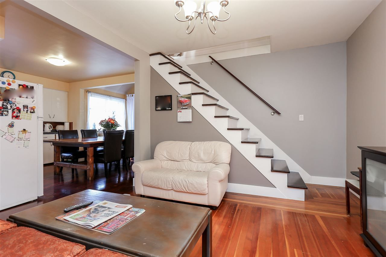 Photo 5: Photos: 4420 NANAIMO Street in Vancouver: Collingwood VE House for sale (Vancouver East)  : MLS®# R2006921