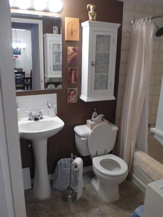 """Photo 16: 302 1341 GEORGE Street: White Rock Condo for sale in """"Ocean  View"""" (South Surrey White Rock)  : MLS®# R2429282"""