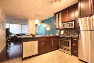 """Photo 2: 308 1177 HORNBY Street in Vancouver: Downtown VW Condo for sale in """"London Place"""" (Vancouver West)  : MLS®# R2106343"""