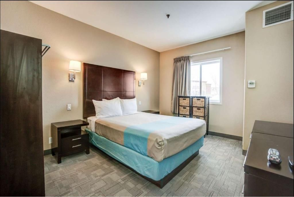 Main Photo: : Red Deer Hotel/Motel for sale : MLS®# A1099697
