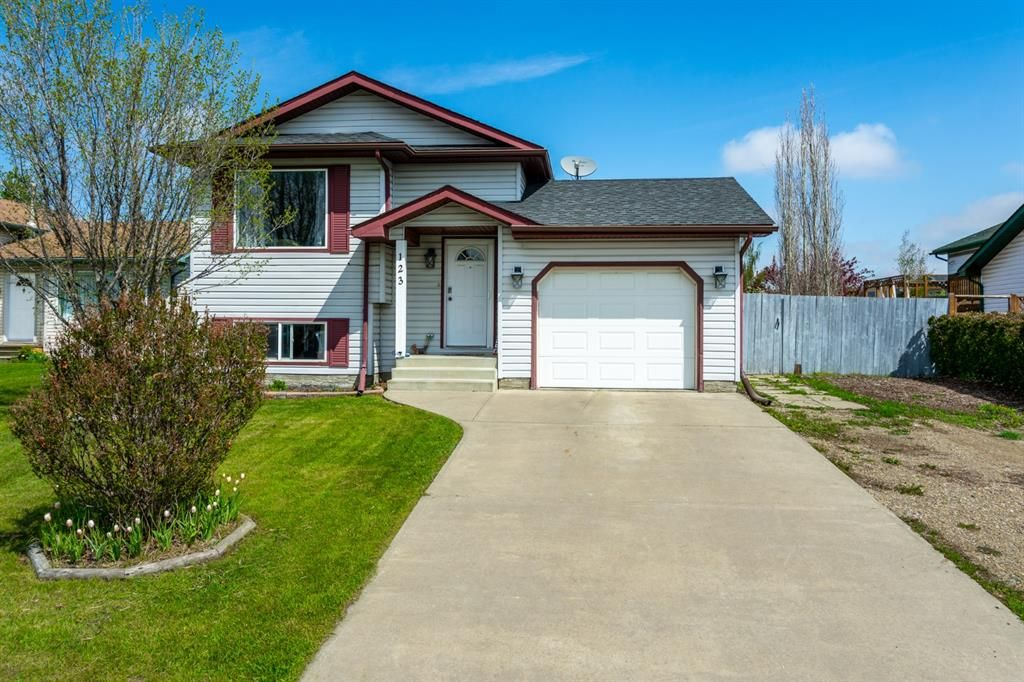 Main Photo: 123 Meadowpark Drive: Carstairs Detached for sale : MLS®# A1106590