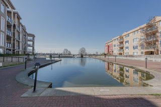"""Photo 33: 411 2 RENAISSANCE Square in New Westminster: Quay Condo for sale in """"The Lido"""" : MLS®# R2620634"""