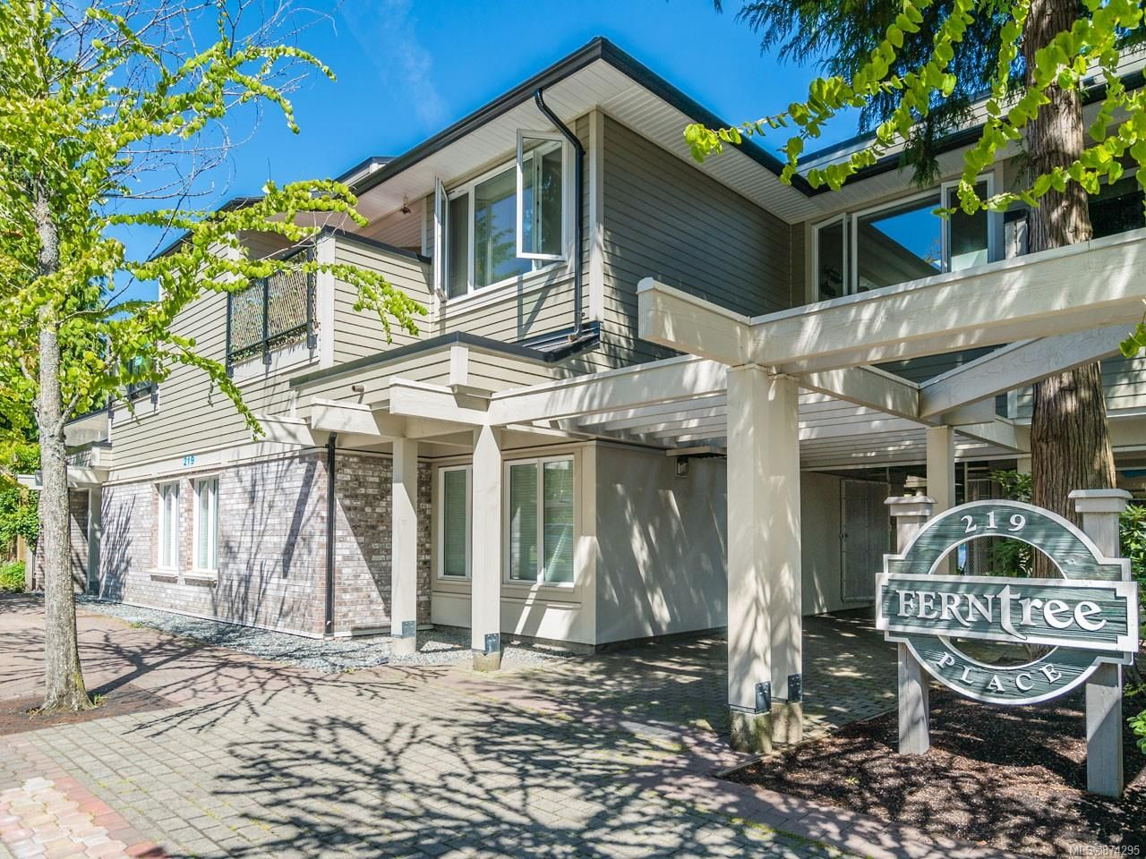 Main Photo: 1 219 W Fern Rd in : PQ Qualicum Beach Office for sale (Parksville/Qualicum)  : MLS®# 874295