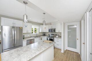 Photo 3: 6044 Avondale Pl in : Du West Duncan Half Duplex for sale (Duncan)  : MLS®# 877404