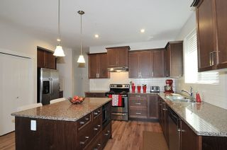 """Photo 3: 24878 108 Avenue in Maple Ridge: Thornhill MR House for sale in """"HIGHLAND VISTAS"""" : MLS®# R2067817"""
