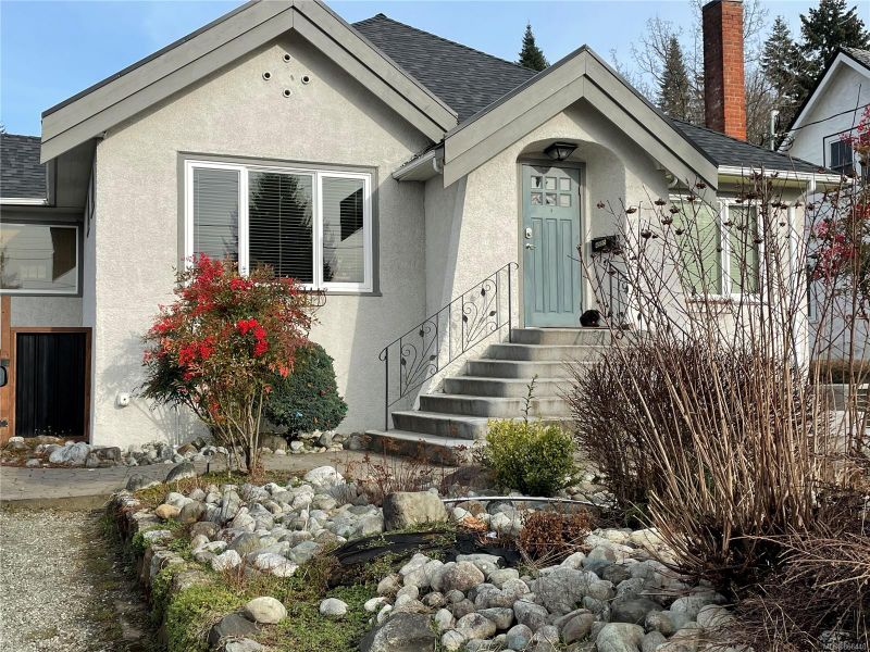 FEATURED LISTING: 4555 Helen St