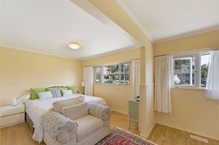"""Photo 9: 919 DUNDONALD Drive in Port Moody: Glenayre House for sale in """"Glenayre"""" : MLS®# R2353817"""