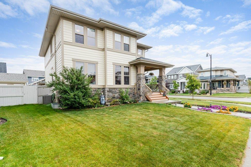 Main Photo: 2032 ROCHESTER Avenue in Edmonton: Zone 27 House for sale : MLS®# E4261373