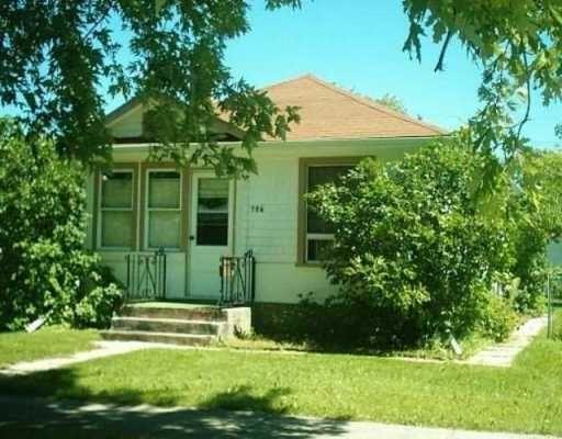 Main Photo: 106 BRISTOL Avenue in Winnipeg: St Boniface Single Family Detached for sale (South East Winnipeg)  : MLS®# 2511775