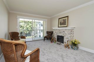 """Photo 4: 304 1459 BLACKWOOD Street: White Rock Condo for sale in """"CHARTWELL"""" (South Surrey White Rock)  : MLS®# R2393628"""