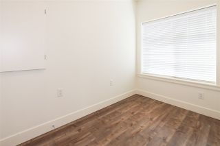 Photo 4: 806 W 69TH Avenue in Vancouver: Marpole 1/2 Duplex for sale (Vancouver West)  : MLS®# R2454912