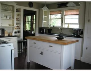 """Photo 6: 913 10TH Street in New_Westminster: Moody Park House for sale in """"MOODY PARK"""" (New Westminster)  : MLS®# V764673"""