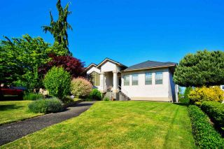 Photo 1: 6324 191A Street in Surrey: Cloverdale BC House for sale (Cloverdale)  : MLS®# R2588171