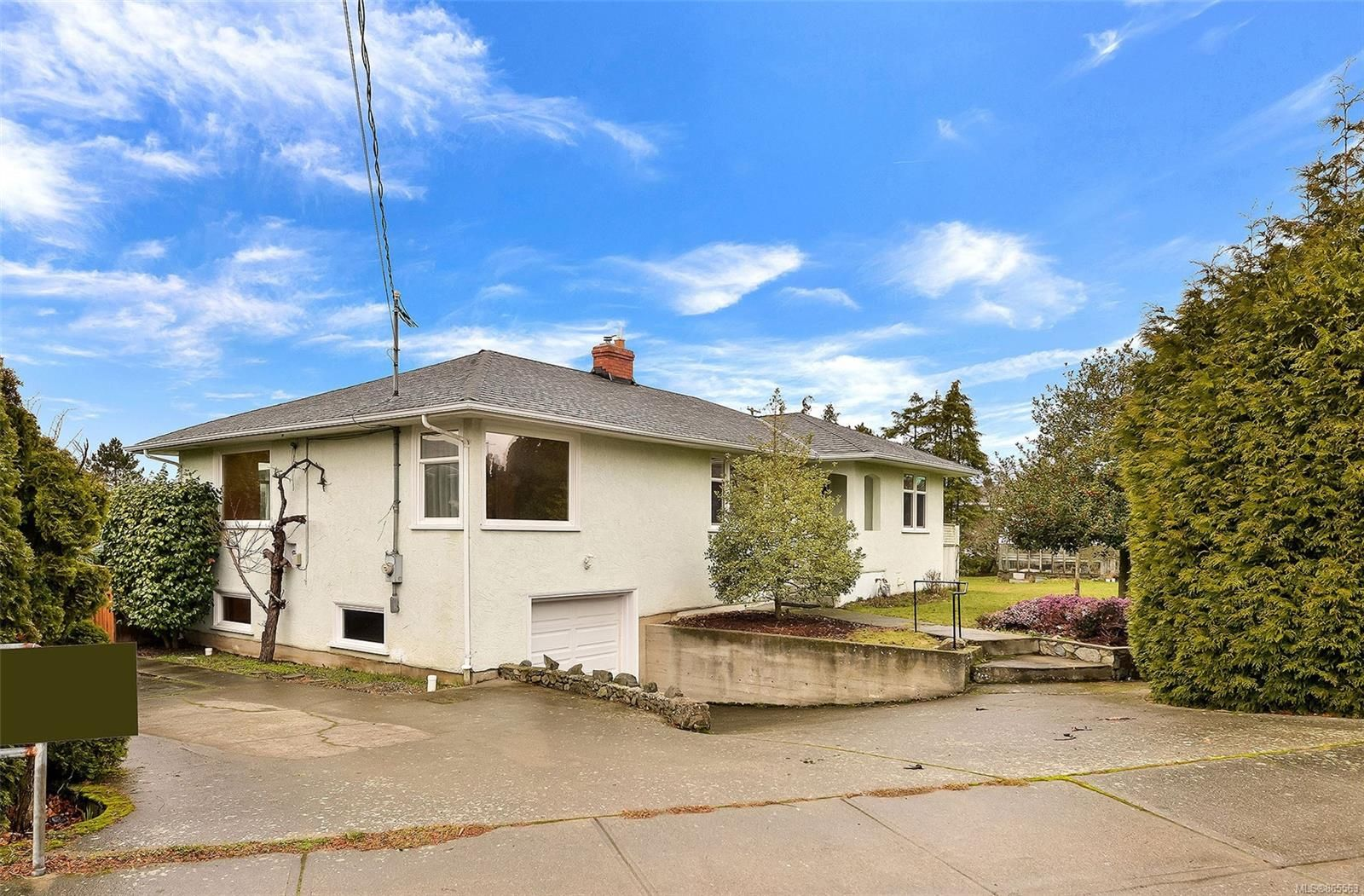 Main Photo: 3984 Gordon Head Rd in : SE Gordon Head House for sale (Saanich East)  : MLS®# 865563