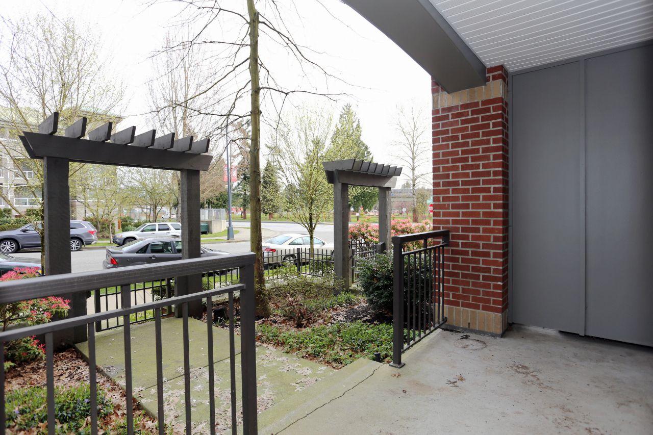"Photo 14: Photos: 110 10499 UNIVERSITY Drive in Surrey: Whalley Condo for sale in ""D'COR"" (North Surrey)  : MLS®# R2257874"