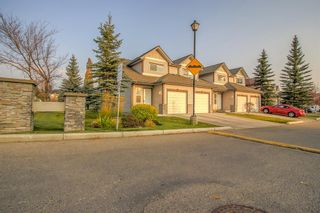 Photo 2: 4 Millview Green SW in Calgary: Millrise Row/Townhouse for sale : MLS®# A1152168
