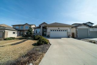 Photo 2: 63 WINTERHAVEN Drive in Winnipeg: River Park South Residential for sale (2F)  : MLS®# 202105931