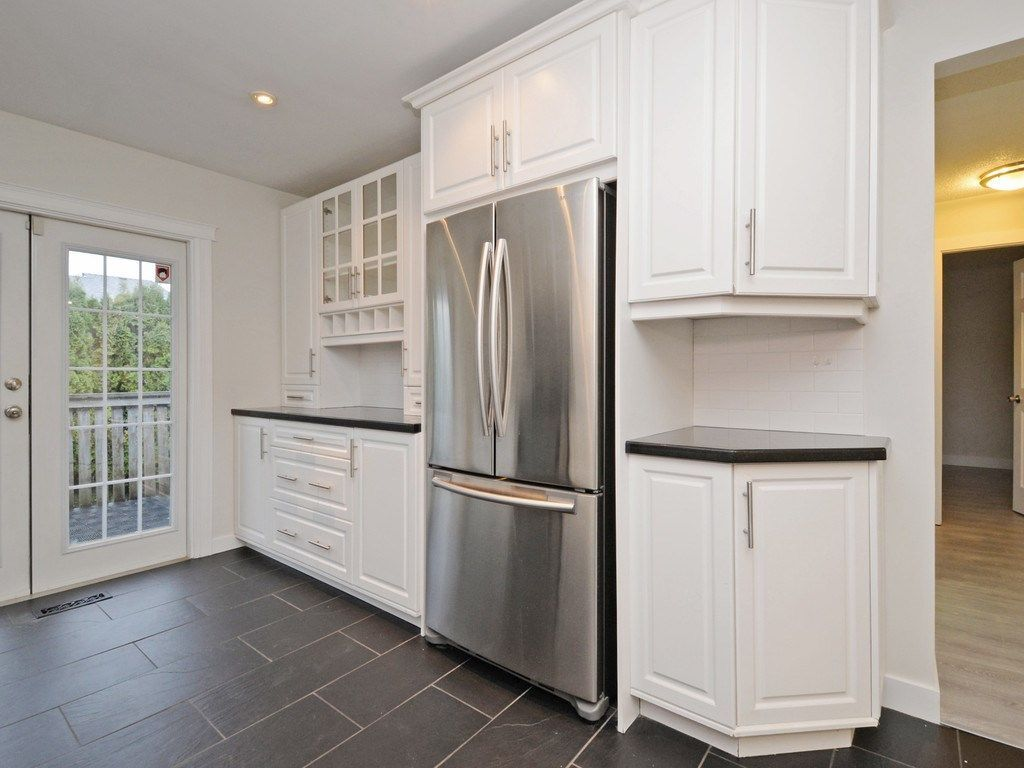 Photo 7: Photos: 3247 SAMUELS Court in Coquitlam: New Horizons House for sale : MLS®# R2219617