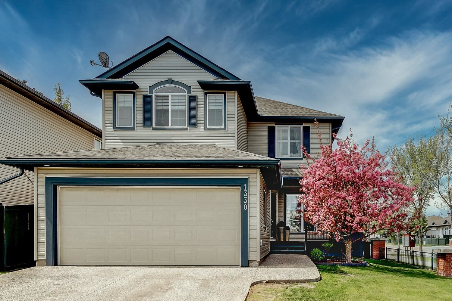 Main Photo: 1330 RUTHERFORD Road in Edmonton: Zone 55 House for sale : MLS®# E4246252