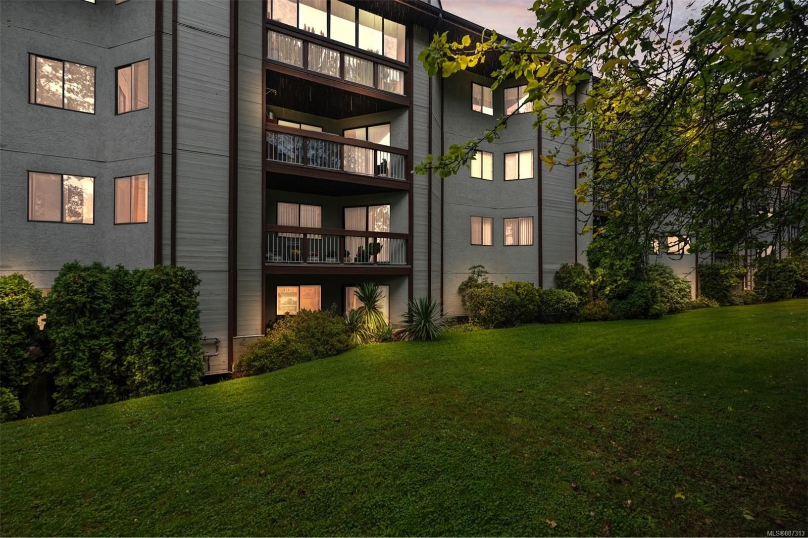 Main Photo: 204A 69 W Gorge Rd in Saanich: SW Gorge Condo for sale (Saanich West)  : MLS®# 887313