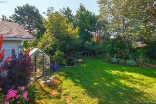 Photo 19: 2059 Newton St in VICTORIA: OB Henderson House for sale (Oak Bay)  : MLS®# 795691