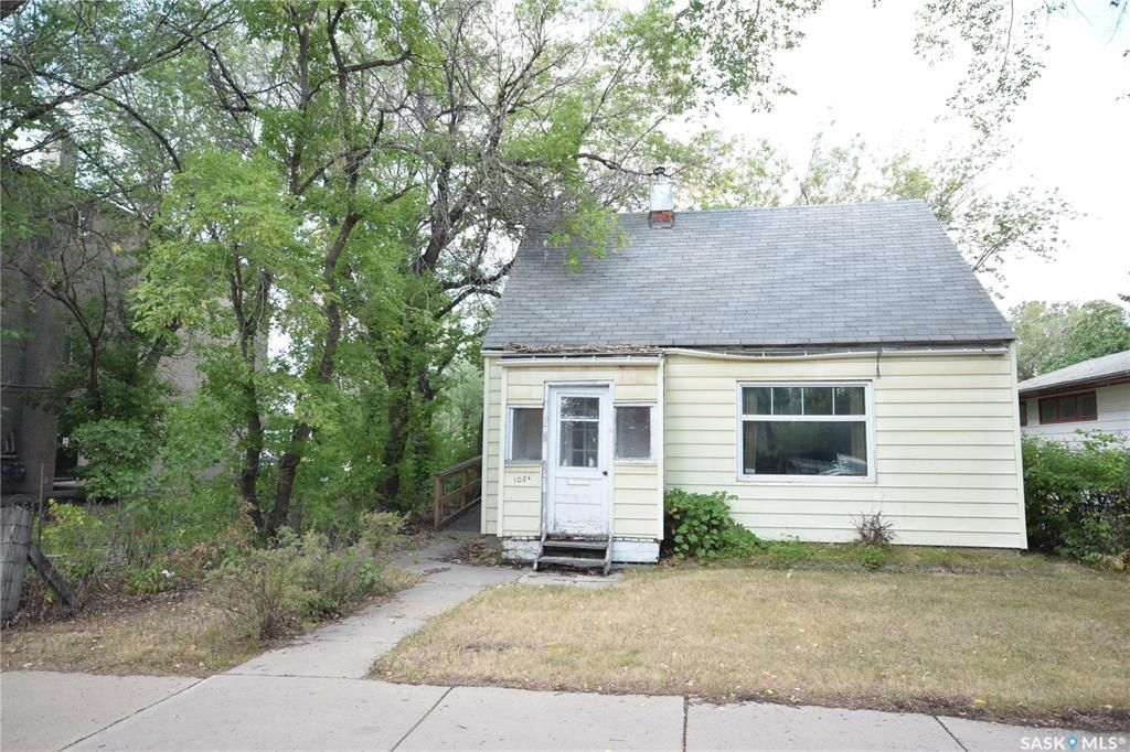 Main Photo: 108A 111th Street West in Saskatoon: Sutherland Residential for sale : MLS®# SK866532