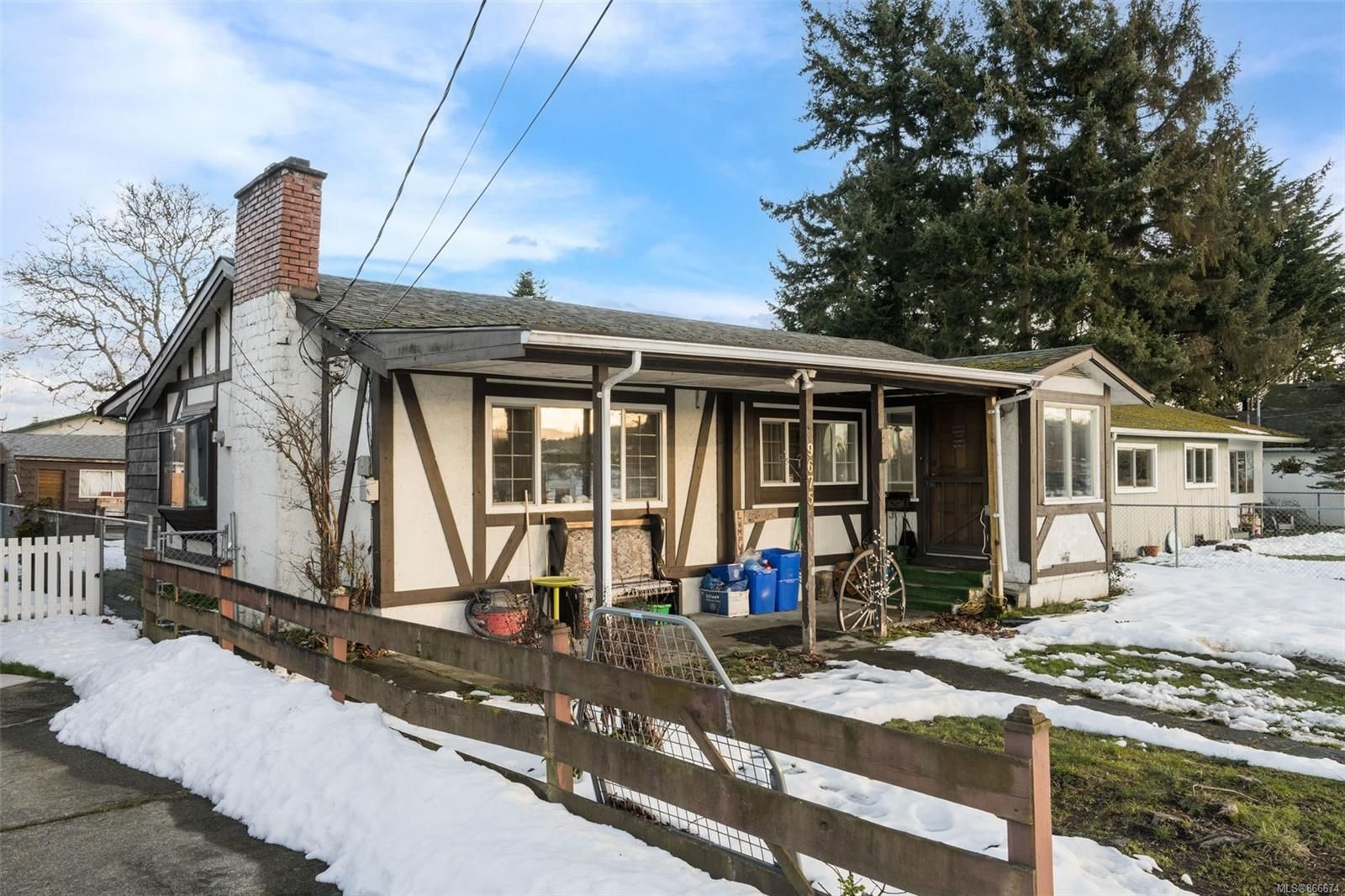 Main Photo: 9675 Eighth St in : Si Sidney South-East House for sale (Sidney)  : MLS®# 866674